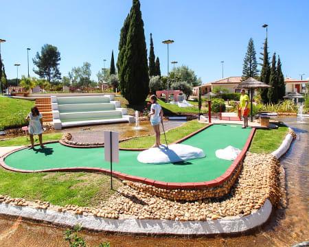 Family Golf Park   Minigolfe + Almoço + Tour de Comboio por Vilamoura - A dois ou em Família