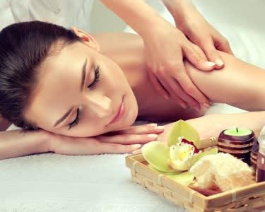 Massagem de Relaxamento ou Ayurveda - Até 50 Minutos   Hamsa Terapias - Porto