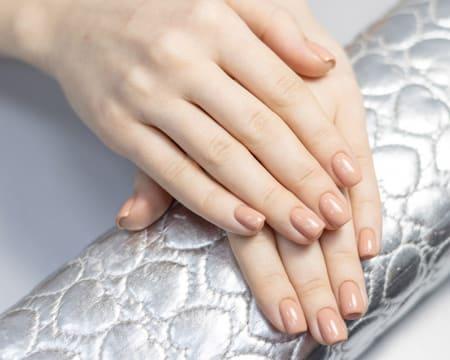 Aplicação de Gelinho nas Mãos c/ Opção Pedicure ou Design de Sobrancelhas   Colinas do Cruzeiro