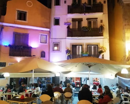 Noite de Fado em Alfama para Dois: Jantar e Espectáculo no Restaurante Fermentação