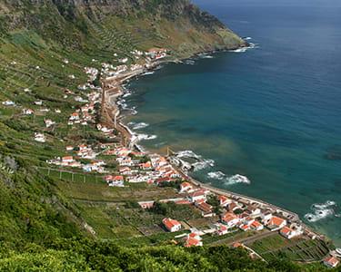 Passeio de Barco nos Açores - Volta à Ilha de Santa Maria   Até 5 Horas   Criança ou Adulto