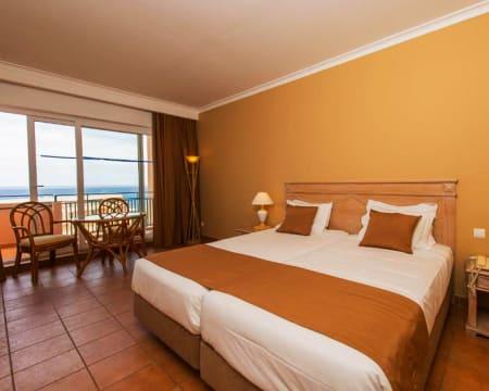 Vila Baleira Porto Santo 4*   Estadia Junto à Praia com Opção Jantar e Massagem