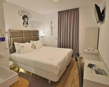 Villa Ana Margarida Hotel - Ericeira   Estadia Junto à Praia com Opção Pack Romântico