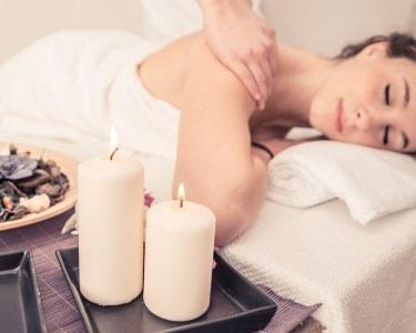 Massagem com Óleos Essenciais | 1 Pessoa - 30 Min. | Rosa Cunha Day Spa