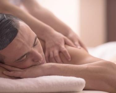 Massagem Localizada com Óleos Essenciais para Ele | 1 Pessoa - 30 Min. | De Corpo e Alma