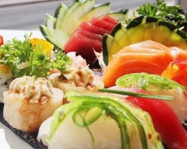 Take-away 40 Peças Sushi e Sashimi + Gyosas | Yuzu Sushi Bar