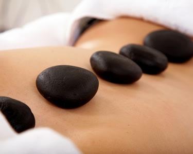 Massagem de Pedras Quentes a 2 | Clínica Corpo Natural