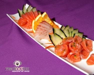 Entrada e 40 Peças de Sushi e Sashimi | 2 Pessoas | MediACTico