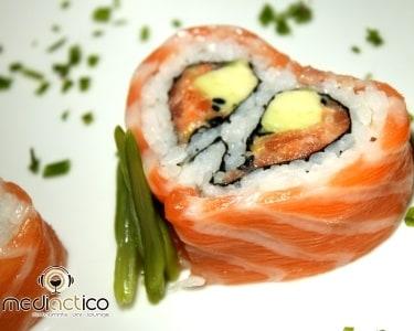 Entrada e 30 Peças de Sushi e Sashimi | 2 Pessoas | MediACTico