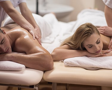 Tratamento de Rosto e Massagem de Velas Quentes para 2 | BeClinic
