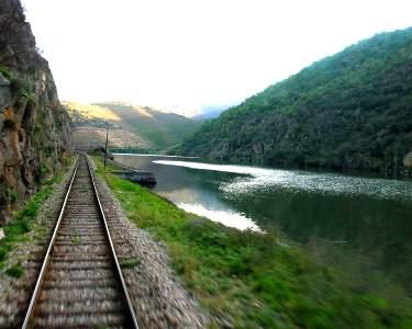 Cruzeiro Porto-Régua e Descida de Comboio + Almoço   2 Pessoas - 10h   Tomaz do Douro