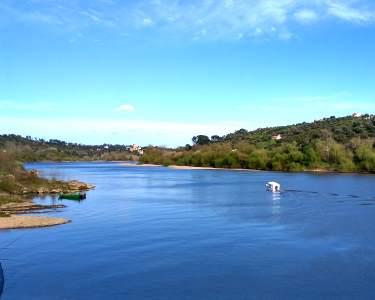 Passeio de Barco no Tejo e Visita Castelo Almourol