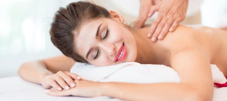 Massagem à Escolha: Anti-Celulite, Reafirmante ou Relaxamento   Body Code Amora