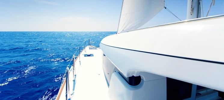 Passeio de Catamaran + SUP + Snorkeling + até 10 Bebidas para 2 Pessoas | Peniche
