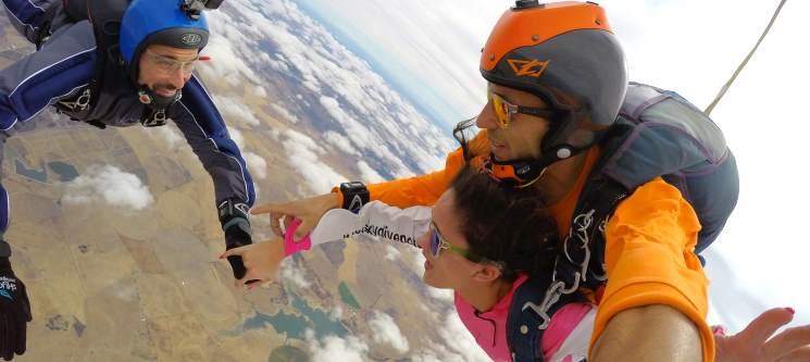 Salto Tandem em Évora a 3000m ou 4200m de Altitude   A Aventura de uma Vida!