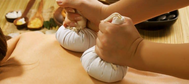 Massagem Relax à Escolha: Pedras Quentes, Bambu, Pindas ou Velas | 1 Hora | Seixal