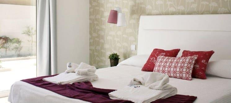 Hotel Neptuno - Peniche | Noite + 2 Entradas no Buddha Eden Garden