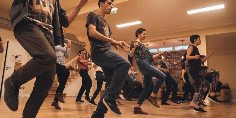 Aula de Dança Solo Jazz Online em Directo - 1h | Little Big Apple