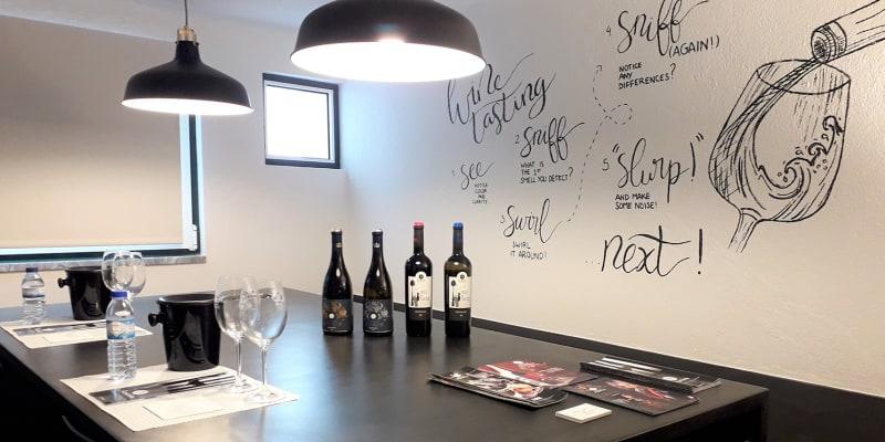 Visita + Prova de Vinhos | 1 ou 2 Pessoas | Adega de Azueira - Mafra