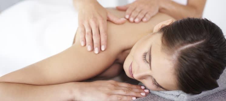 Experiência Relax: Massagem + Banho Turco ou Jacuzzi   EssenSpa Braga