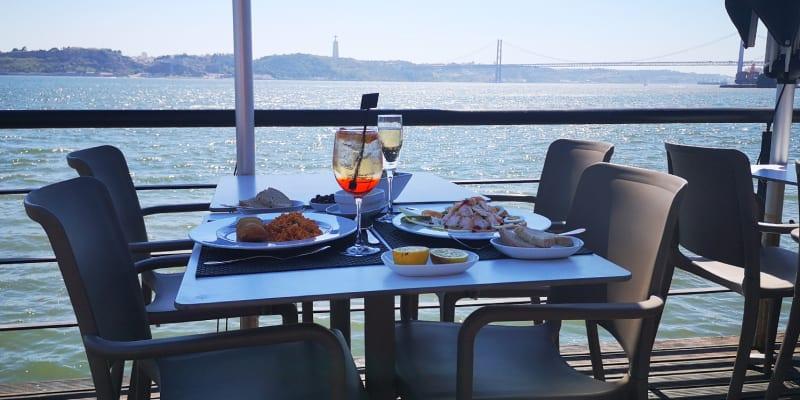 Petiscos de Requinte para Dois c/ Vista para o Tejo | Monte Mar Lisboa