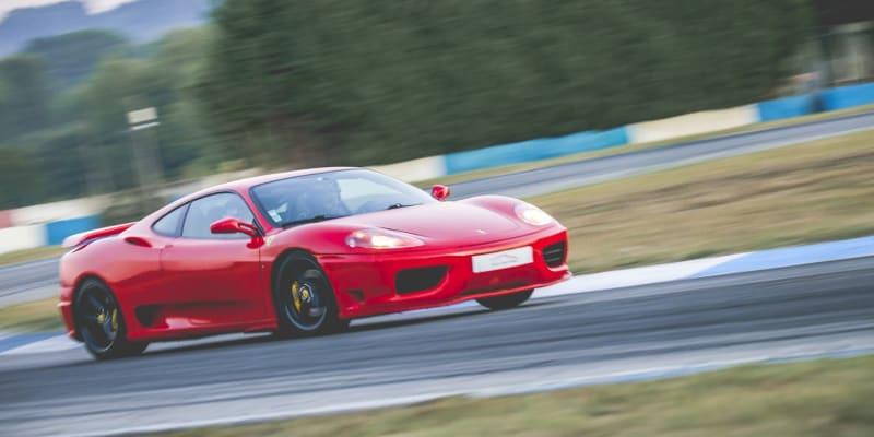 Ao Volante de um Ferrari 360 Modena F1 - 1 a 6 Voltas no Rápido Circuito de Braga