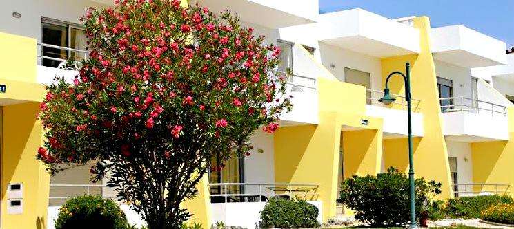 Verão no Algarve! 2, 3, 5 ou 7 Noites em T 1 até 4 Pessoas   Apartamentos Sta. Teresinha