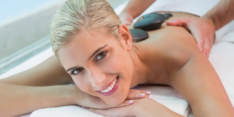 MALO Clinic Beauty Care | Massagem Relax ou Pedras Quentes - 50 ou 90 Min. | Lisboa