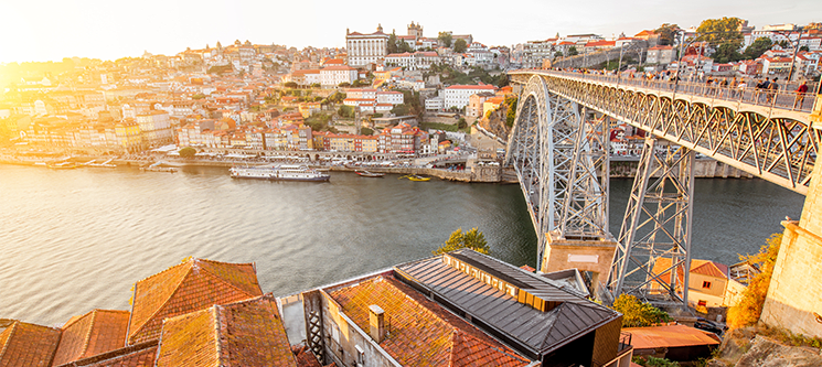 Hotel Royal - Porto | Estadia c/ Opção Passeio de Comboio e Visita a Caves com Prova de Vinhos