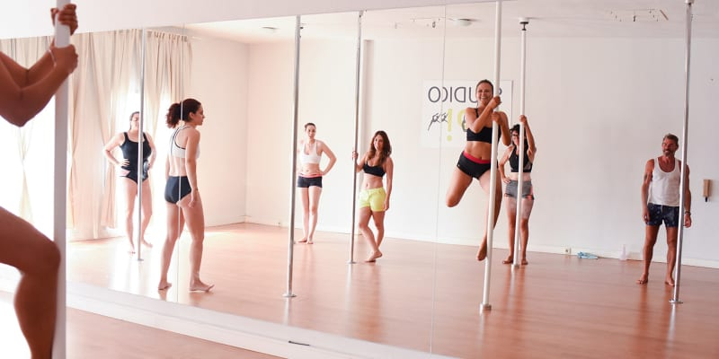 Workshop de Pole Dance - Escolha a Sua Aula! 1 ou 3 Aulas | 1h30 | Studio UP! Porto