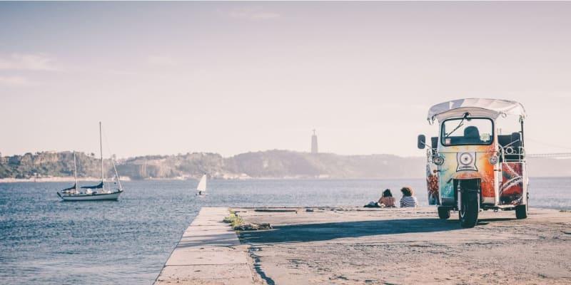 Passeio em Tuk Tuk para até 6 Pessoas - Conheça a História de Lisboa!