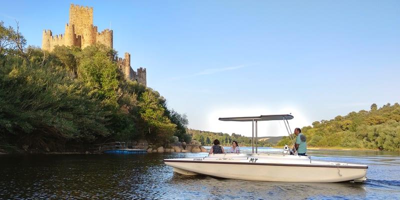 Navegar pelo Tejo! Passeio de Barco e Visita ao Castelo de Almourol - 1h30 | 1 ou 2 Pessoas