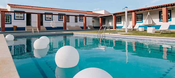 Zulla – Nazaré Surf Village | Estadia Junto ao Mar