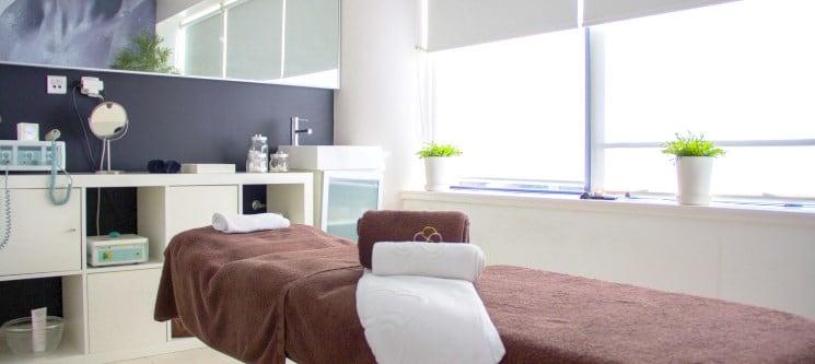 MALO Clinic Beauty Care | Massagem Relax ou Pedras Quentes - 50 ou 90 Min. | Lisboa