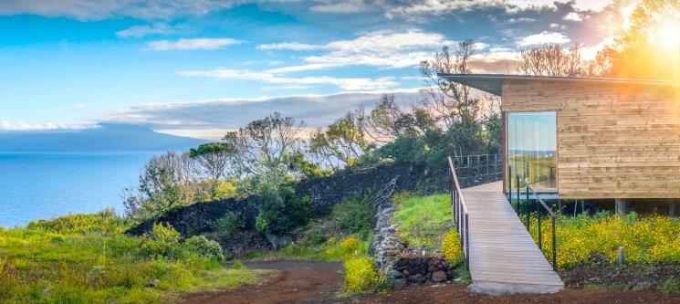 Intact Farm Resort - S. Jorge nos Açores | 1 a 3 Noites em Bungalow c/ Vista Mar