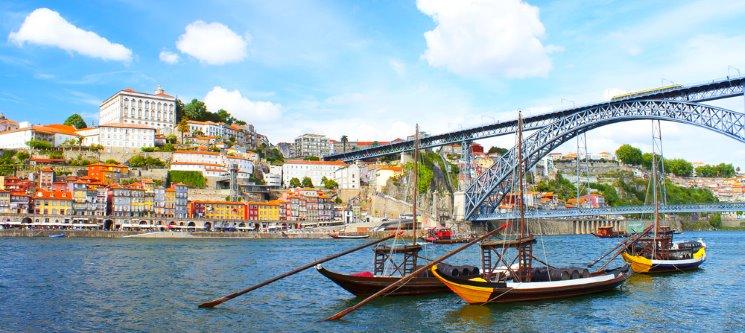 Urban Hotel Amadeos | 1 a 5 Noites + Cruzeiro das 6 Pontes no Douro