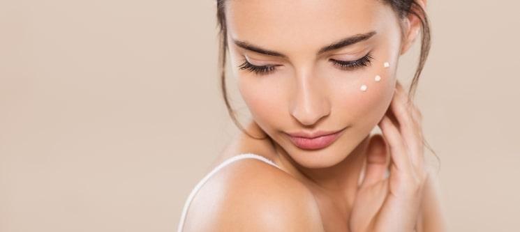 Rosto Perfeito! Fototerapia ou Limpeza de Pele c/ Peeling Ultrassónico | Body Code Amora