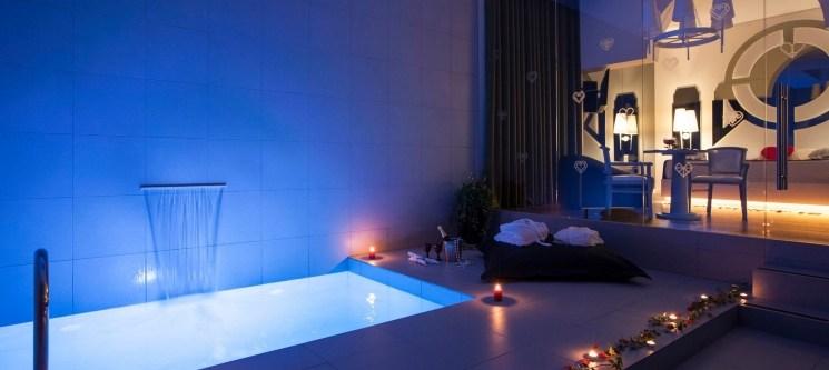 Fonte dos Amores | Paixão a Dois com Espumante & Opção Suite Spa ou Suite com Piscina