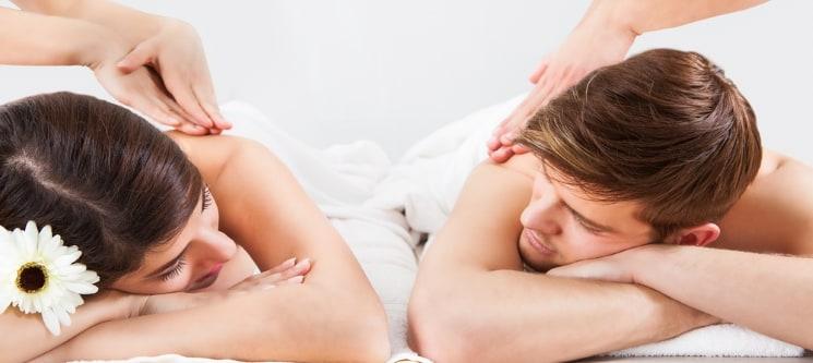 Massagem a Dois: Relax, Pedras Quentes, Pindas ou Velas + Chá | 40 Min. | Moita