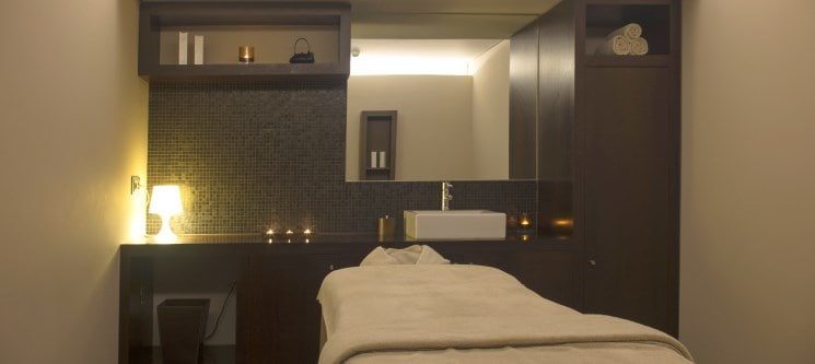 Luxury Facial for Her by Holmes Place Spa | 30 Min. | 13 Locais