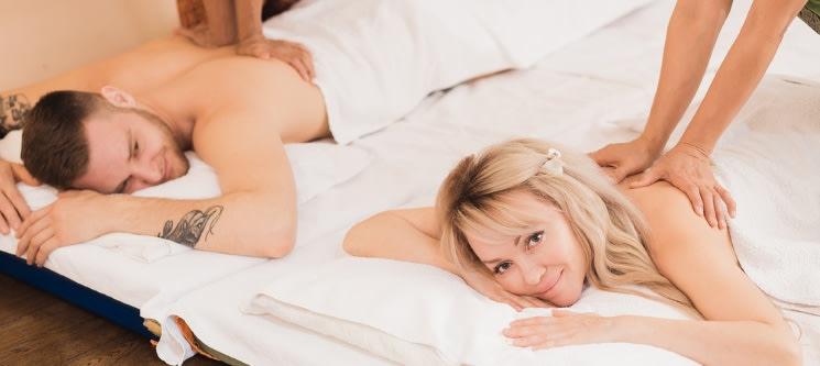 In Love! Massagem Aromática de Morango e Champanhe c/ Esfoliação Corporal a Dois | 1h15