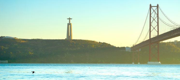 Passeio de Iate pelo Rio Tejo em Exclusivo para 2 ou 6 Pessoas | 1h30 | Lisboa