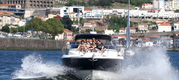 Cruzeiro das 6 Pontes em Iate com Taça de Espumante   Tours & Boats - Porto