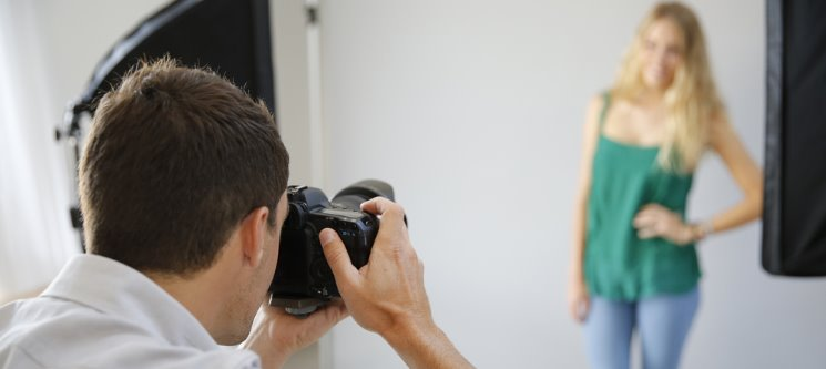 Sorria & Recorde! Sessão Fotográfica em Estúdio | 1, 2 ou 4 Pessoas | Sintra