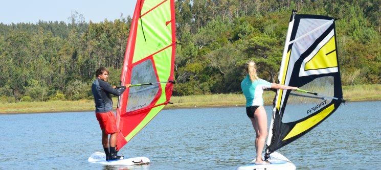 Baptismo de Windsurf na Lagoa de Óbidos | 1h de Aventura Aquática!