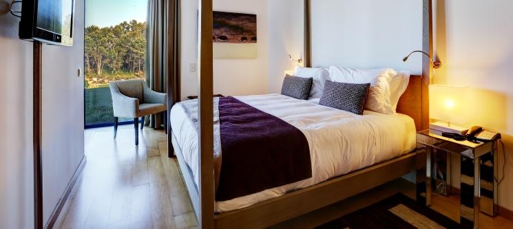Bom Sucesso Resort 5* & Vila Natal de Óbidos | Noite e Entradas para 2, 4 ou 6 Pessoas