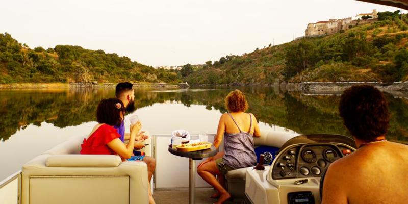 Passeio de Barco na Barragem do Maranhão com Petiscos e Bebidas a Bordo   Casa da Moira - Avis