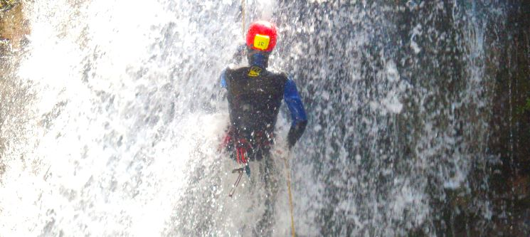 Já se Aventurou no Canyoning? Adrenalina na Lousã ou em Mortágua | 4h