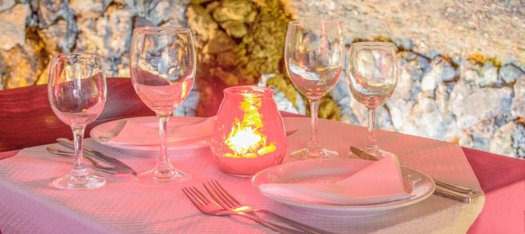 Jantar Romântico em Alfama para Dois | Gruta do Paraíso
