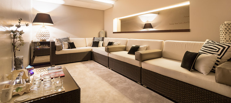 Holmes Place Spa | Luxury Facial - Limpeza de Pele Completa | 50 Min | 13 Locais